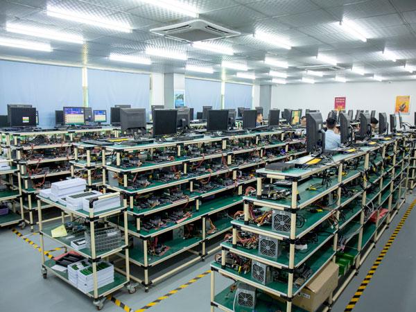 大黄蜂固态硬盘检测室